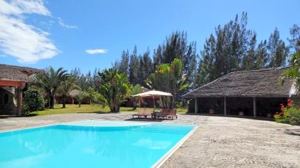 Vahiny Lodge, hotel à Mananjary, la piscine 2